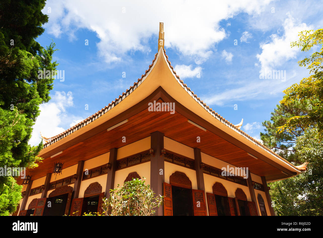 One of the buildings on the grounds of the Truc Lam monastery located on a hill near Dalat, Vietnam - Stock Image