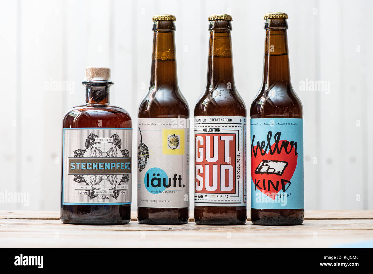 """Kassel, Germany. 22nd Nov, 2018. Craft Beer bottles with the imprints """"Steckenpferd"""", """"läuft"""", """"gut sud"""" and """"Kellerkind"""" are placed on the counter in the Braumanufaktur Steckenpferd. (to dpa """"Successful in the niche - Craft beer brewers assert themselves on the market"""" of 06.12.2018) Credit: Swen Pförtner/dpa/Alamy Live News Stock Photo"""