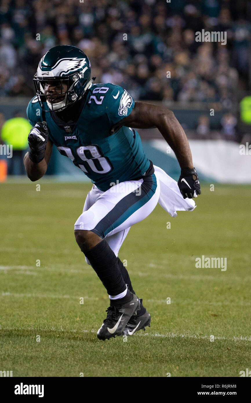 Philadelphia, Pennsylvania, USA. 3rd Dec, 2018. Philadelphia Eagles running back Wendell Smallwood (28) in action during the NFL game between the Washington Redskins and the Philadelphia Eagles at Lincoln Financial Field in Philadelphia, Pennsylvania. The Philadelphia Eagles won 28-13. Christopher Szagola/CSM/Alamy Live News - Stock Image