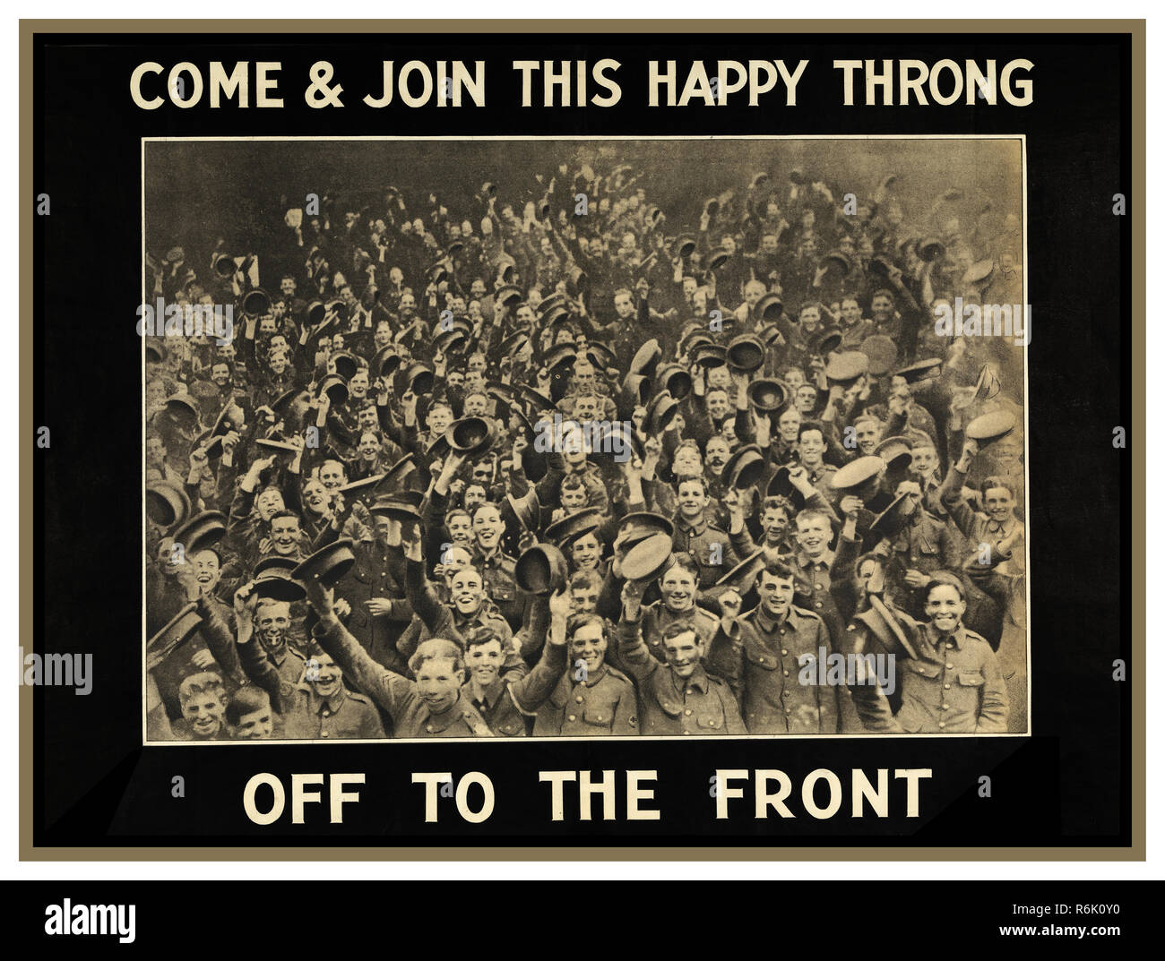 """Vintage British WW1 Propaganda Recruitment Poster with image of a large crowd of smiling Irish infantrymen. They are holding their caps aloft.  """"COME and JOIN THIS HAPPY THRONG OFF TO THE FRONT"""" 1914 - Stock Image"""