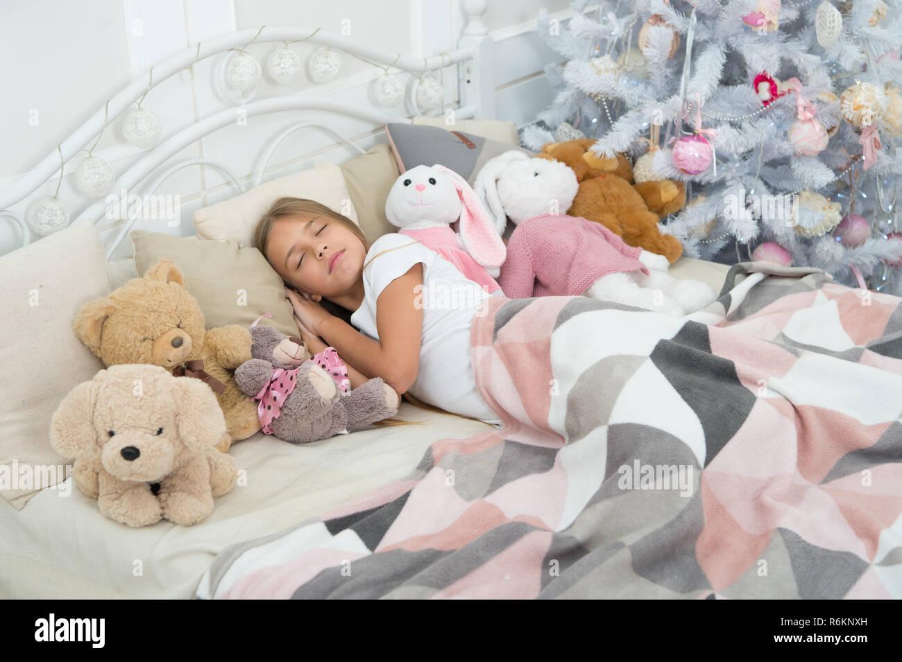 36d64ffd2 Christmas dreams. Sleeping child. Little child sleep at Christmas ...