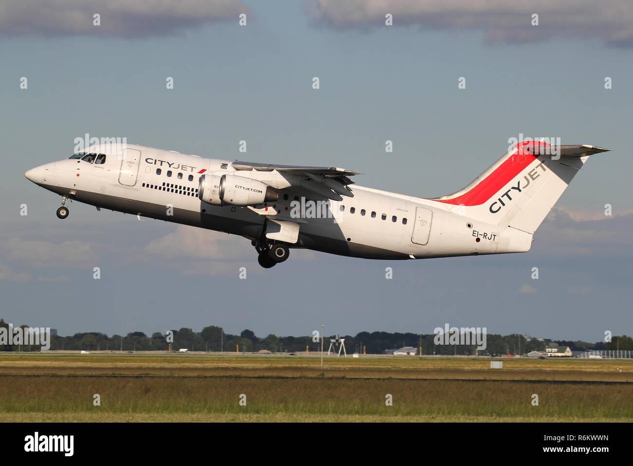 Irish CityJet Avro RJ85 with registration EI-RJT just airborne at Amsterdam Airport Schiphol. - Stock Image