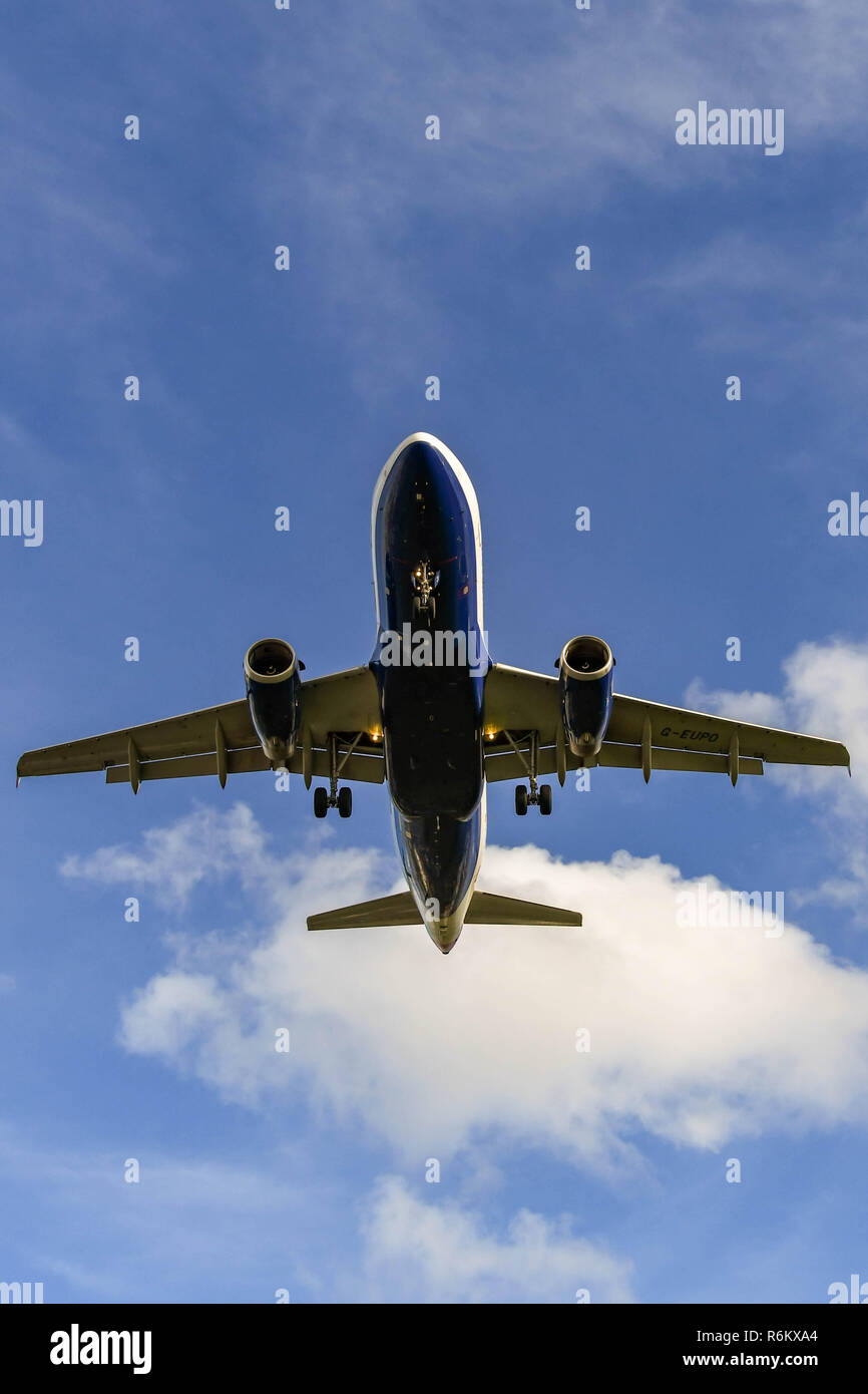 LONDON, ENGLAND - NOVEMBER 2018: British Airways Airbus A319 jet passing overhead to land at London Heathrow Airport. - Stock Image