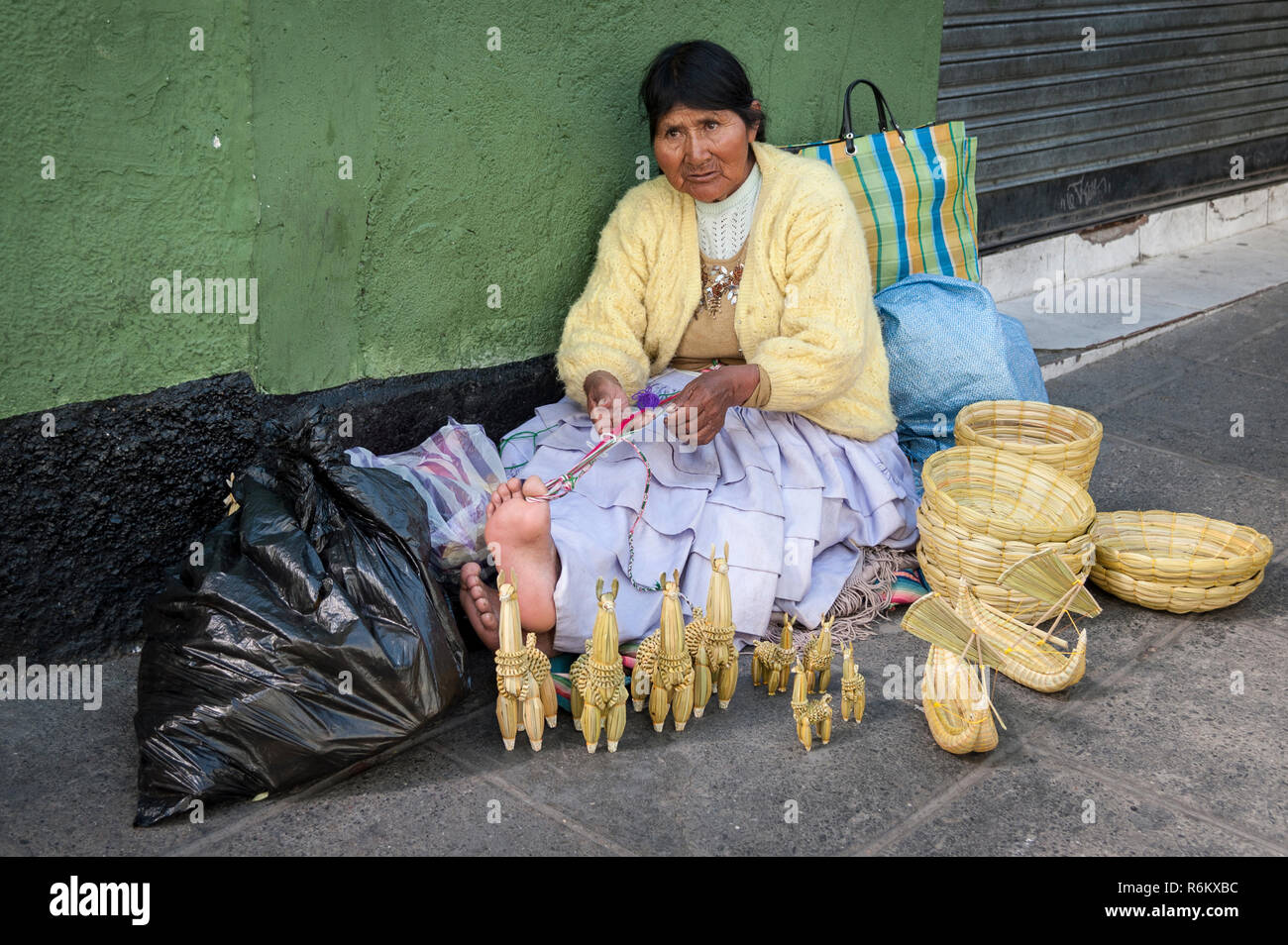 b735762580 LA PAZ, BOLIVIA - AUGUST 19, 2017 : Unidentified street woman vendor  wearing traditional