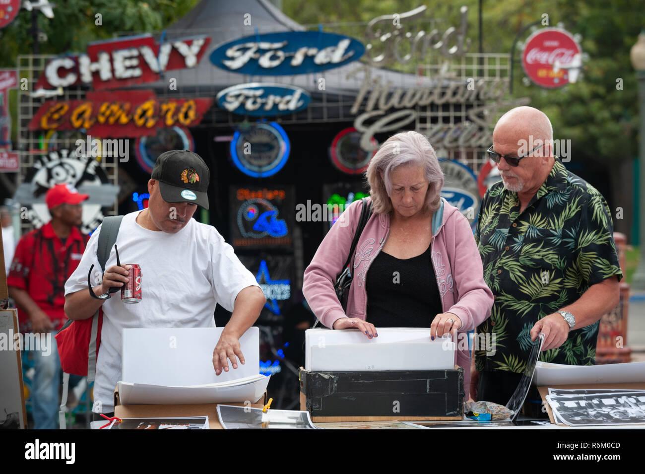 SAN BERNARDINO, Calif (Oct 6, 2018)  Joe Cruz, left, of Fontana, Calf., and Linda and Malcolm Juckes, visiting from Brighton, England, peruse reprodut - Stock Image