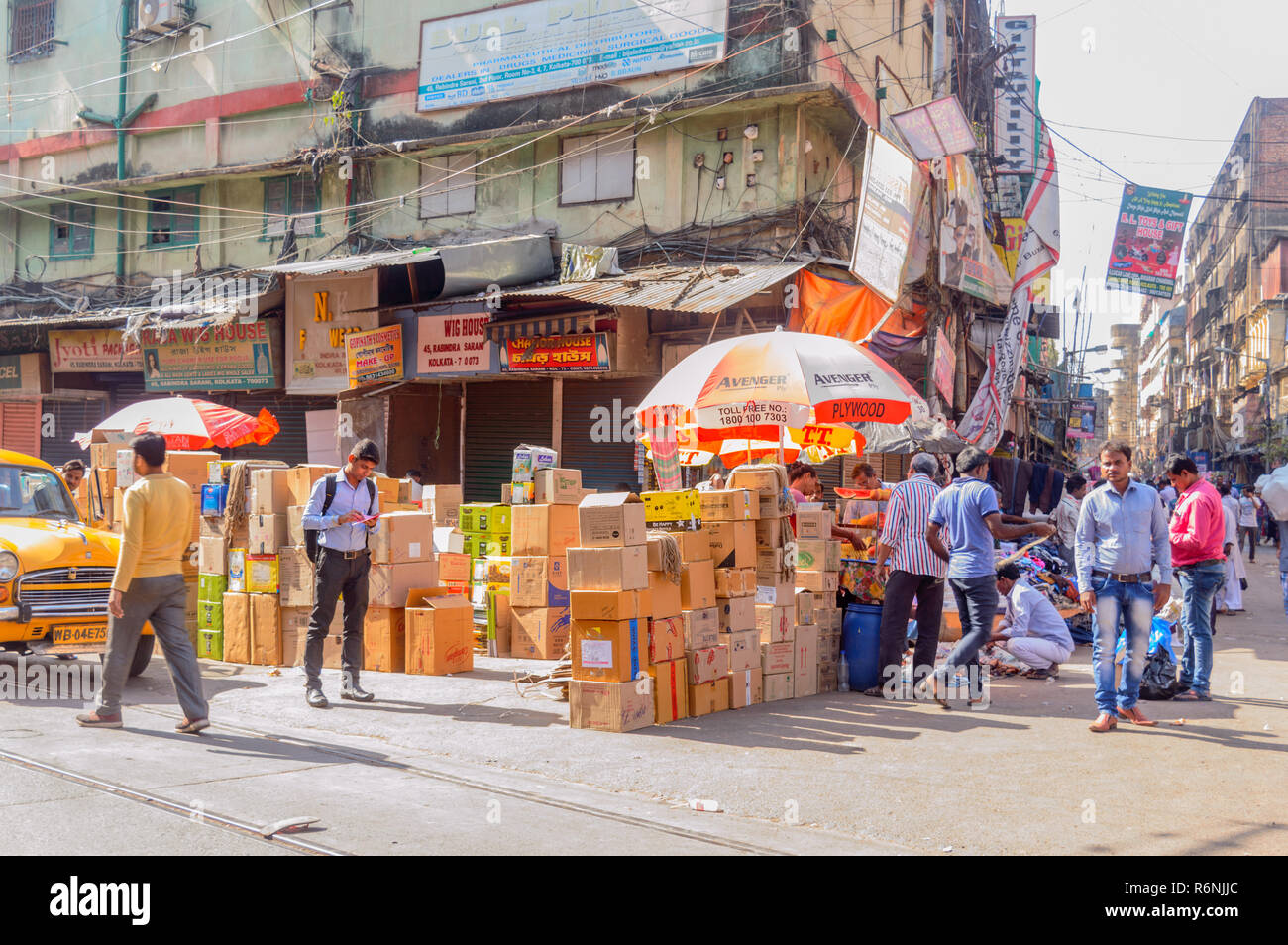 Burrabazar, Kolkata, India, Asia MAY, 2017: Many local native vendor, trader, people walking in busy street market on a labor day. - Stock Image