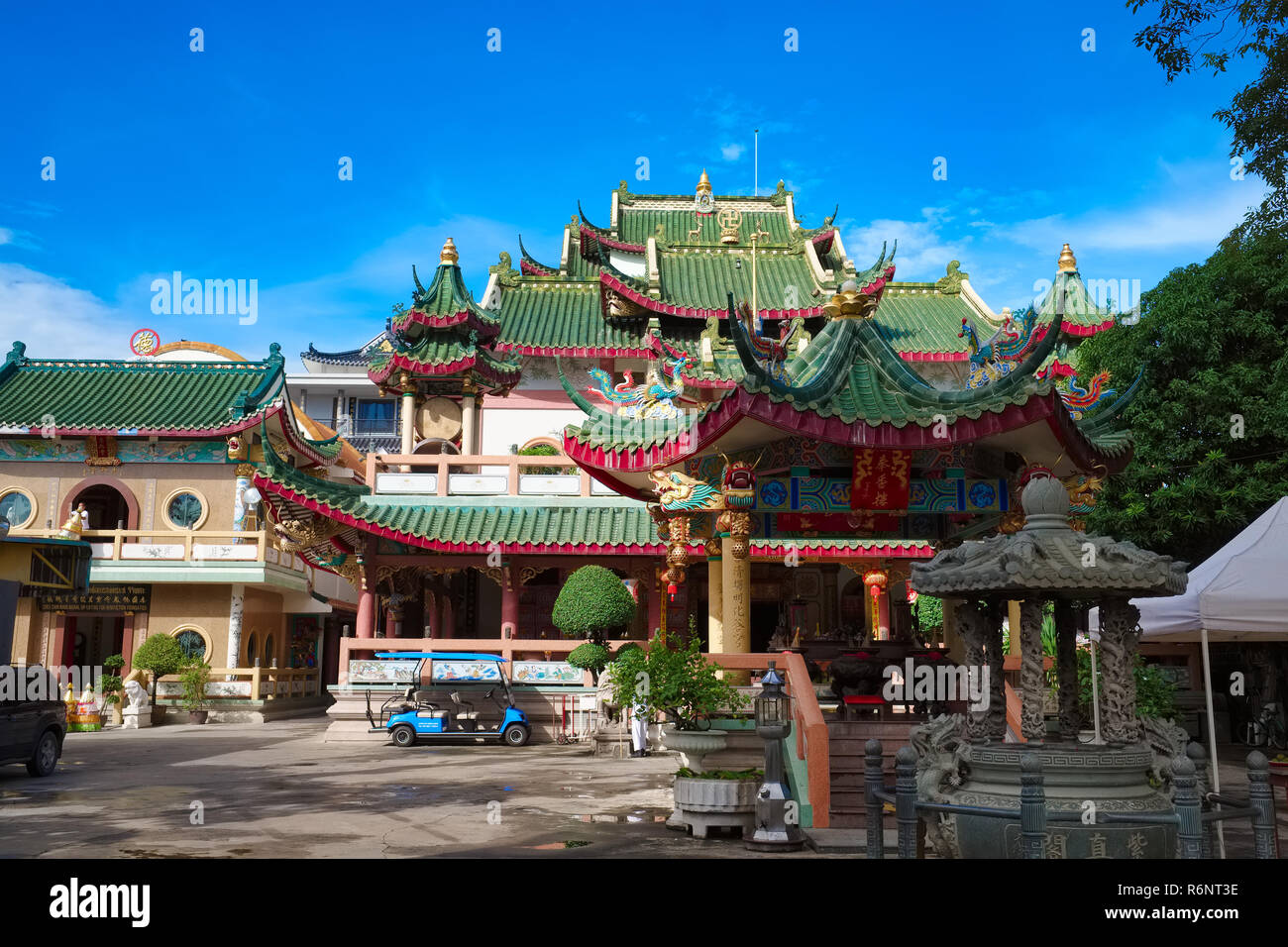 Chee Chin Khor Temple by the Chao Phraya River, in Bangkok, Thailand, a Chinese Buddhist temple built by the charitable Moral Uplifting Society - Stock Image