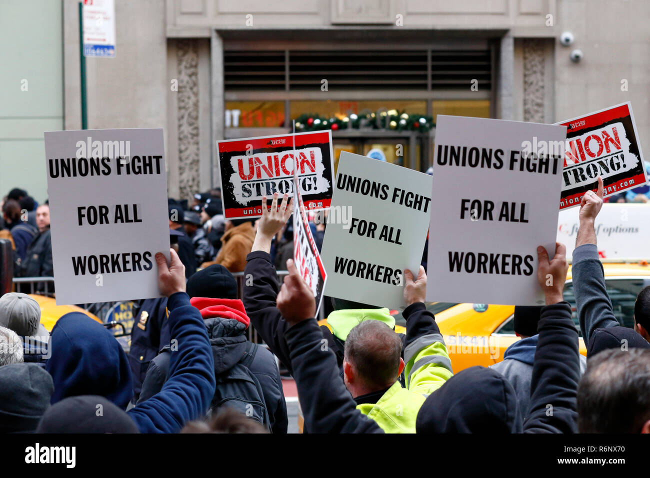 A union labor rally/protest outside Charter Spectrum cable company in New York City - Stock Image