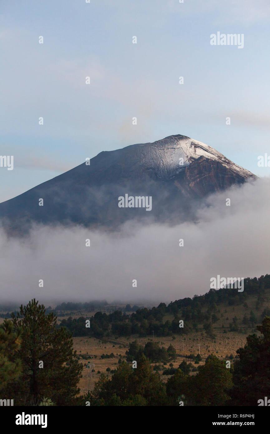 volcano popocatepetl in mexcico - Stock Image