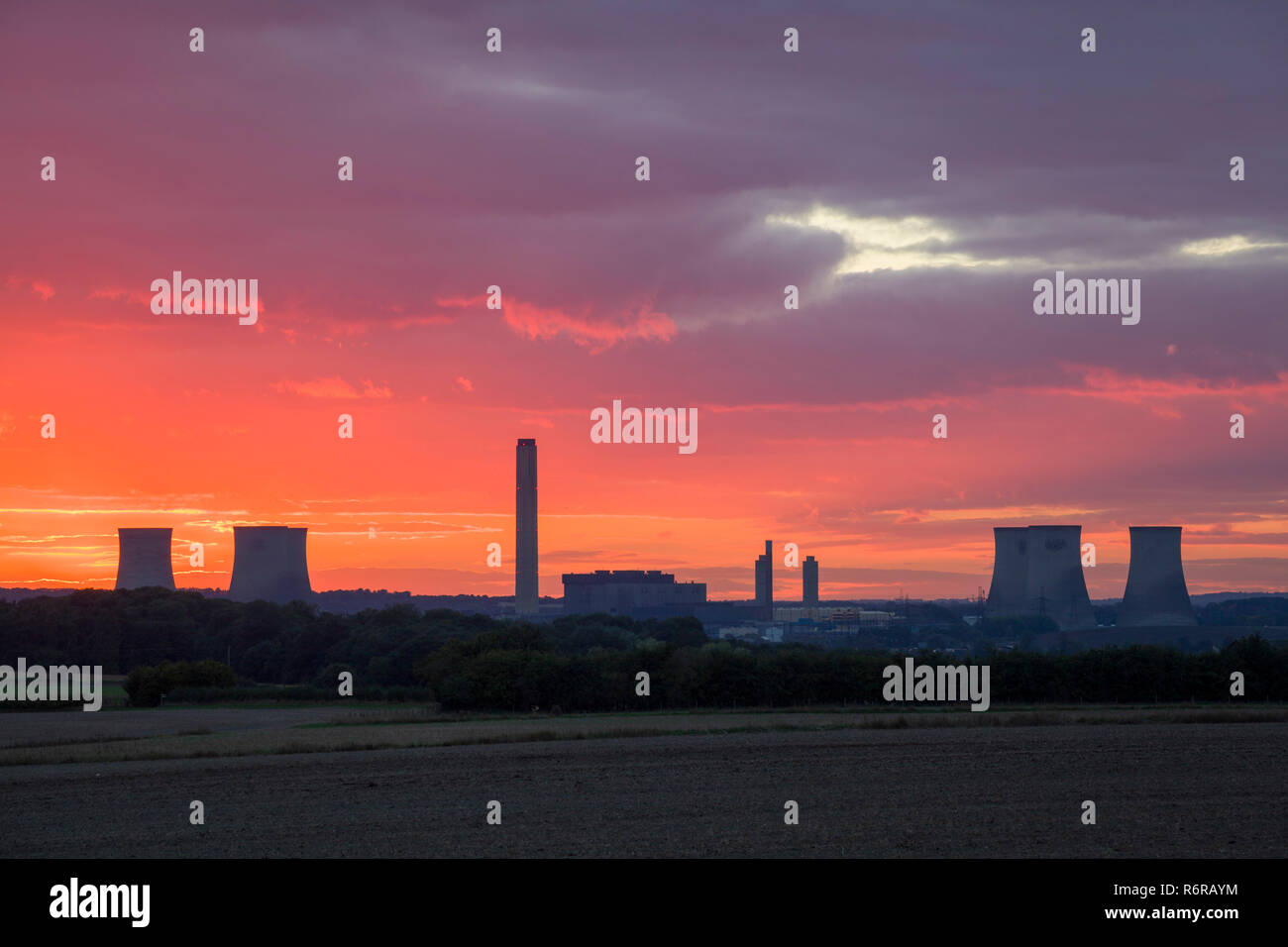 Didcot Power Station at dusk with a red sunset photographed from Wittenham Clumps, before the demolition of the three Southern cooling towers - Stock Image