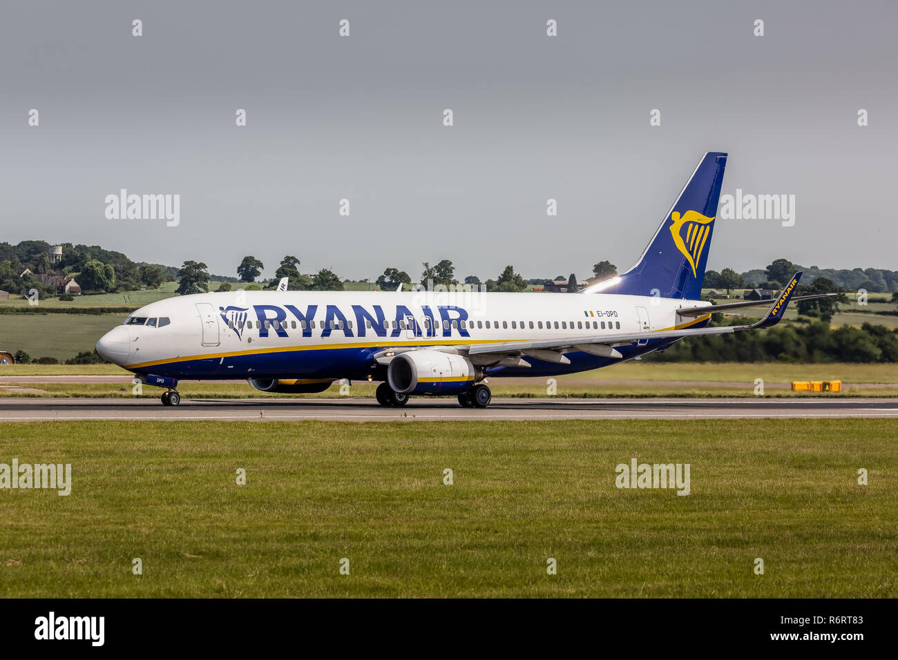 A Ryanair Boeing 737-8AS airliner, registration EI-DPD, taking off from London Luton Airport in England. Stock Photo