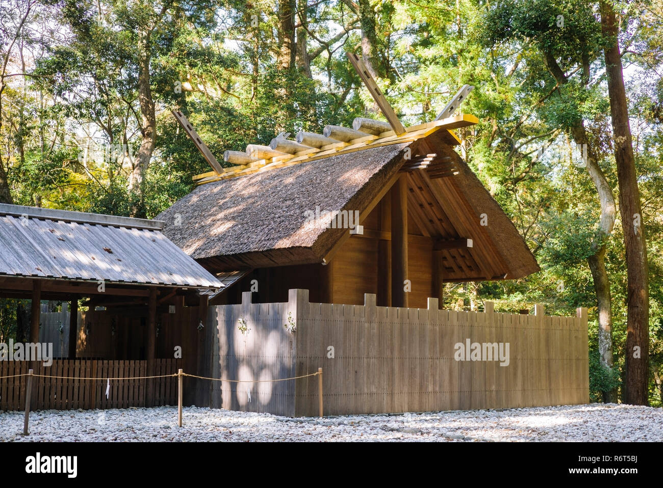 Ise Grand Shrine, Mie Prefecture, Japan: Side shrine of the Inner Shrine (Naiku), exhibiting the particular Shinmei-zukuri architectural style - Stock Image