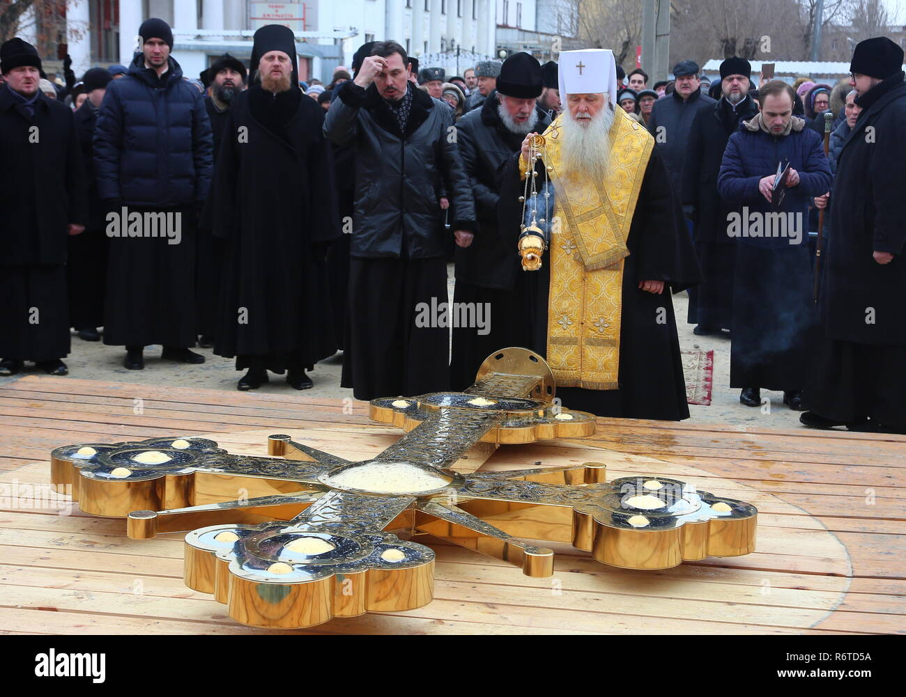 VOLGOGRAD, RUSSIA - DECEMBER 6, 2018: A Russian Orthodox priest consecrating a cross of the Alexander Nevsky Cathedral under construction in Volgograd. Dmitry Rogulin/TASS - Stock Image