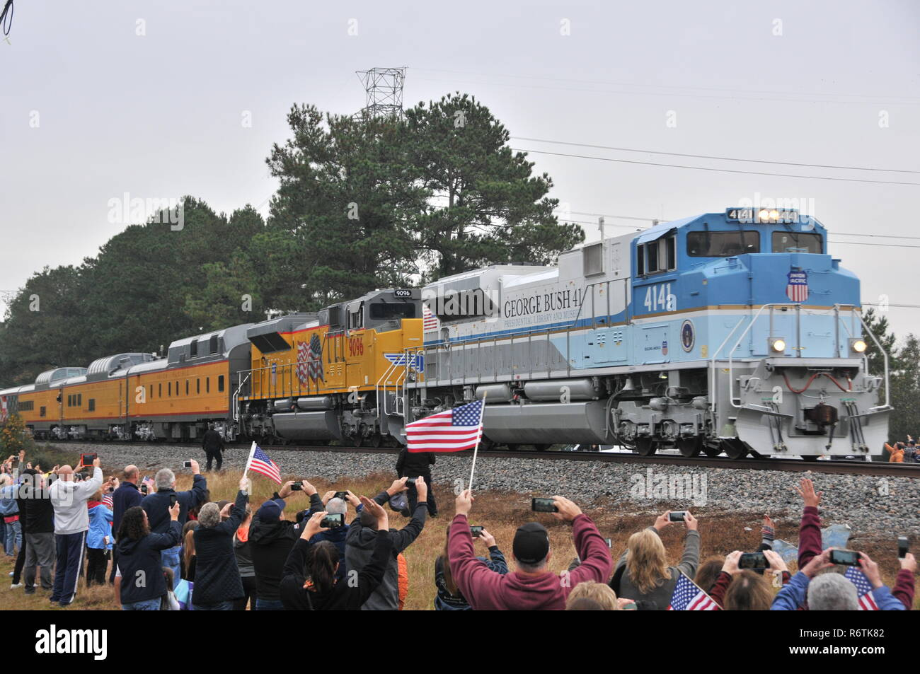 Houston Usa 6th Dec 2018 People Line Up Along The Train Route To