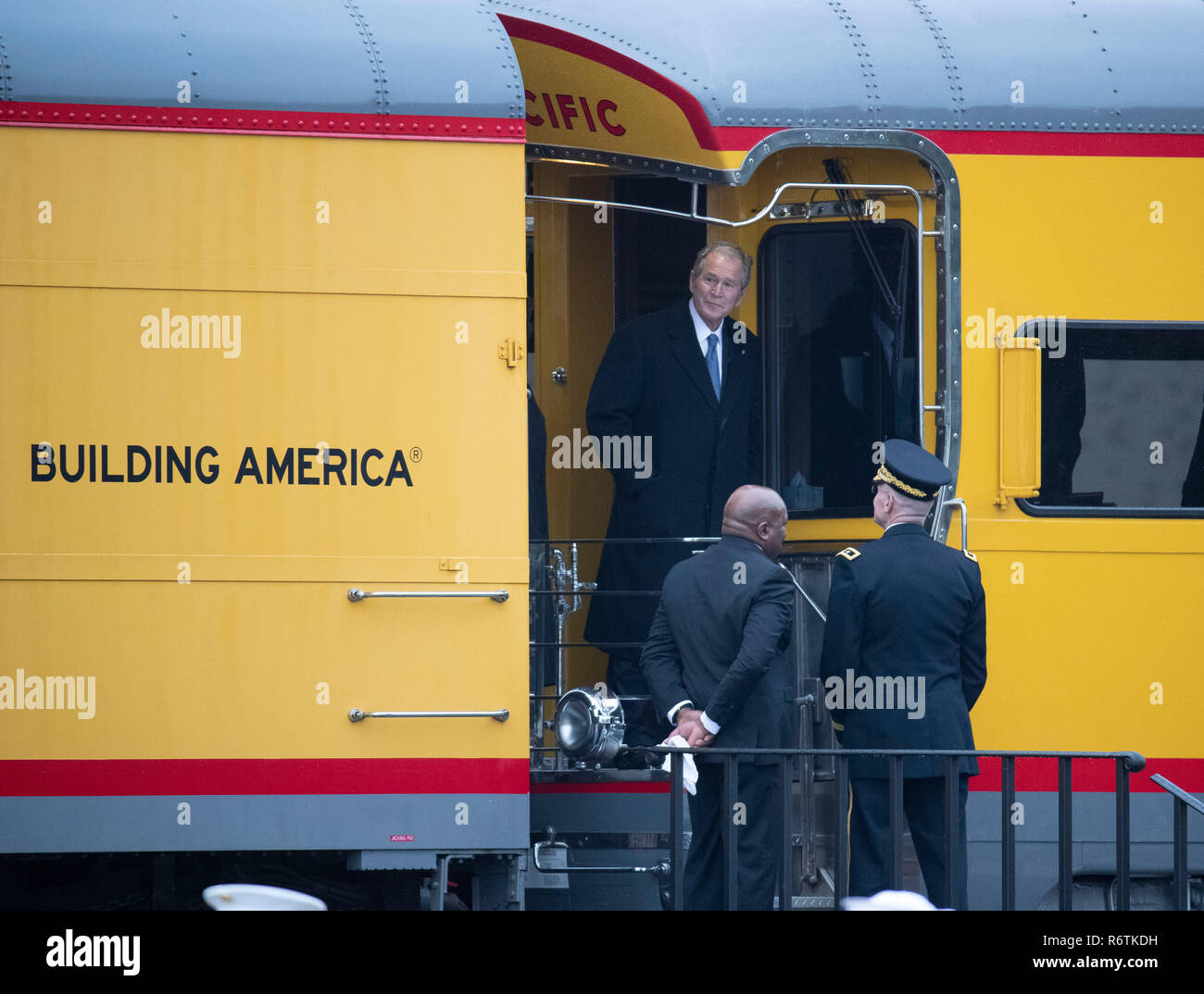 Former Pres. George W. Bush steps off train carrying the casket of his father, former President George H.W. Bush, upon its arrival at Texas A&M University before burial at the nearby George Bush Library. Stock Photo