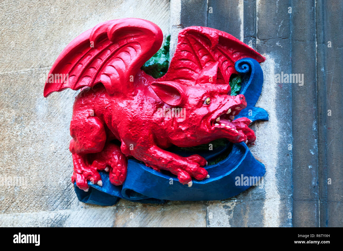 The carving of a dragon on the gateway between First and Second Courts at Christ's College, Cambridge refers to the Welsh ancestry of the Tudors. - Stock Image