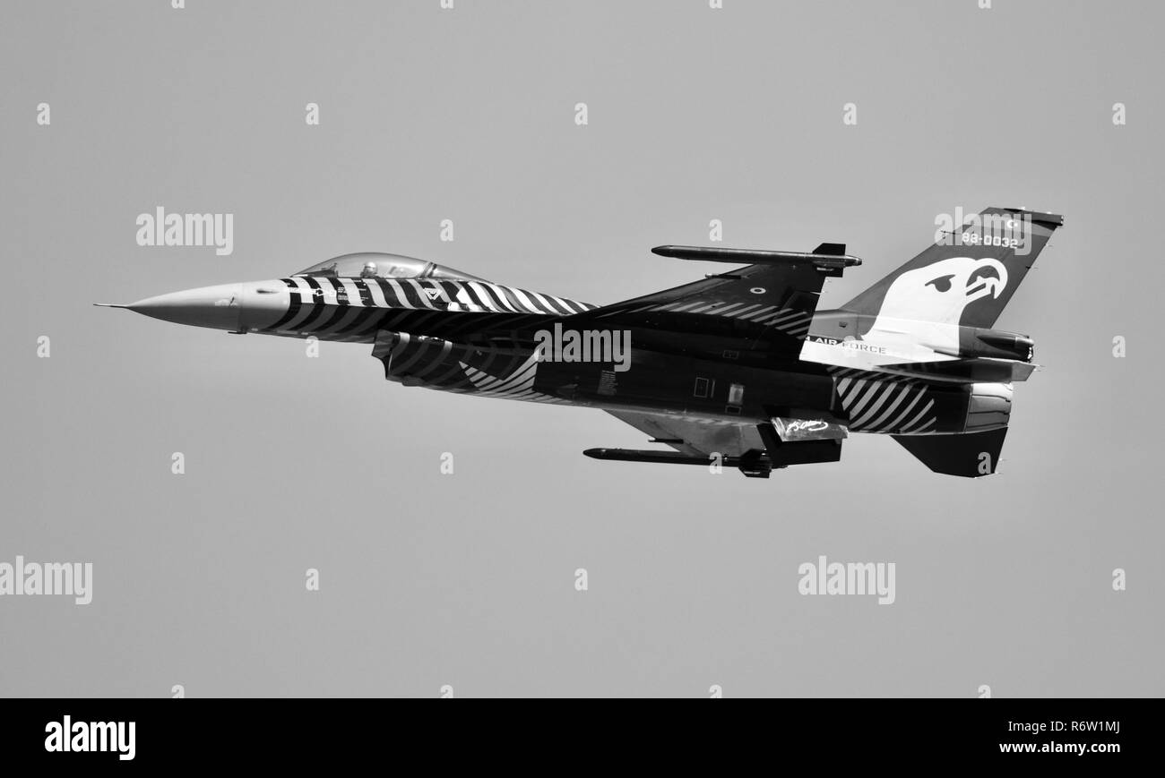 Turkish Air Force F-16C Fighting Falcon 'Solo Turk' performing at the 2018 Royal International Air Tattoo - Stock Image