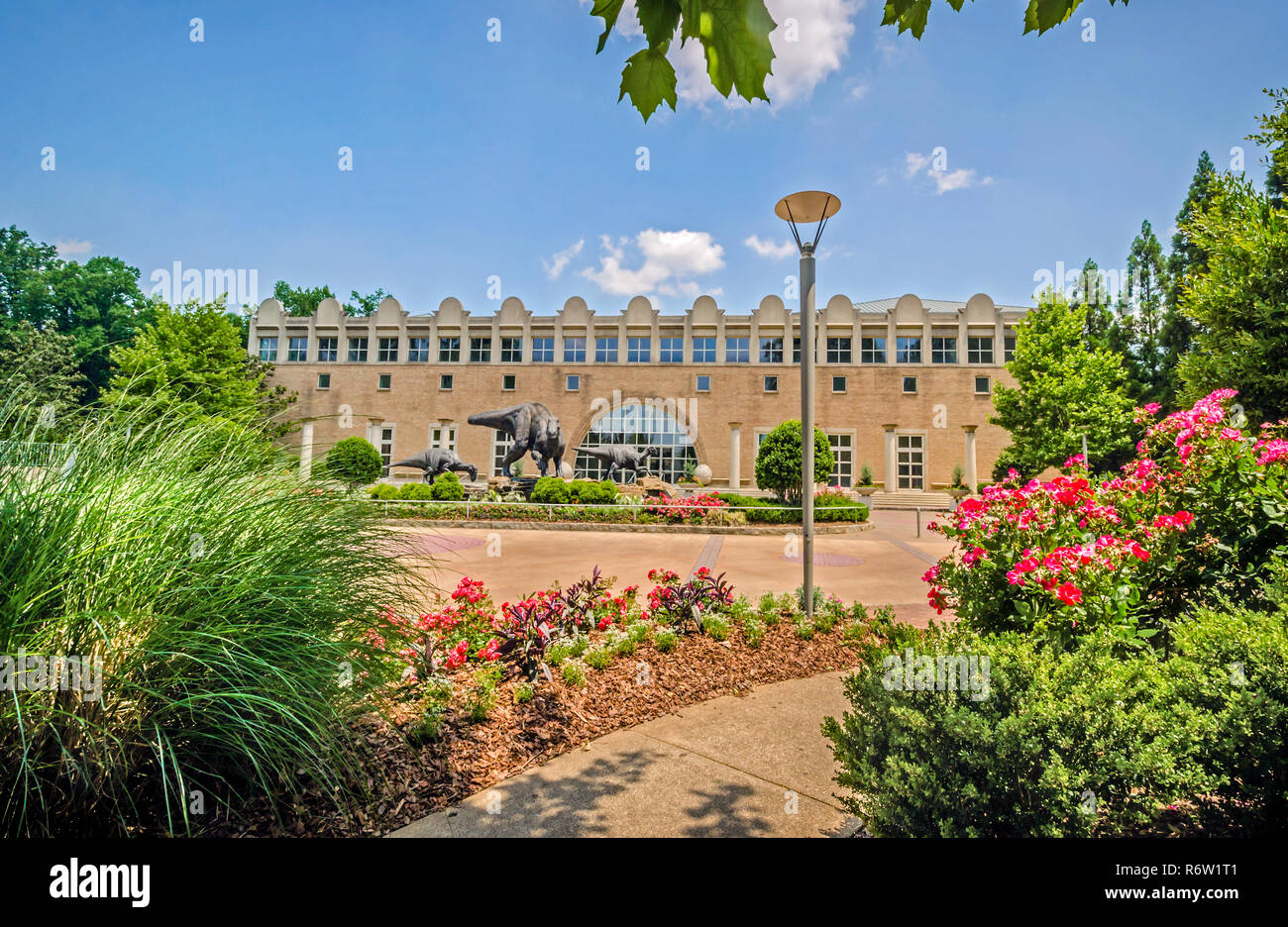 A garden path leads to the Fernbank Museum of Natural History, in Atlanta, Georgia, May 23, 2014. - Stock Image