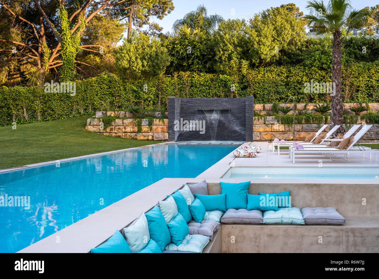 Sunken Seating High Resolution Stock Photography And Images Alamy