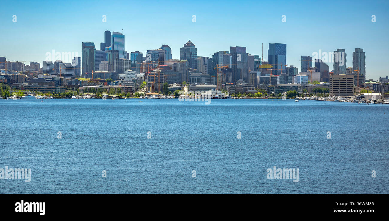Union Lake and buildings against sky in Seattle - Stock Image