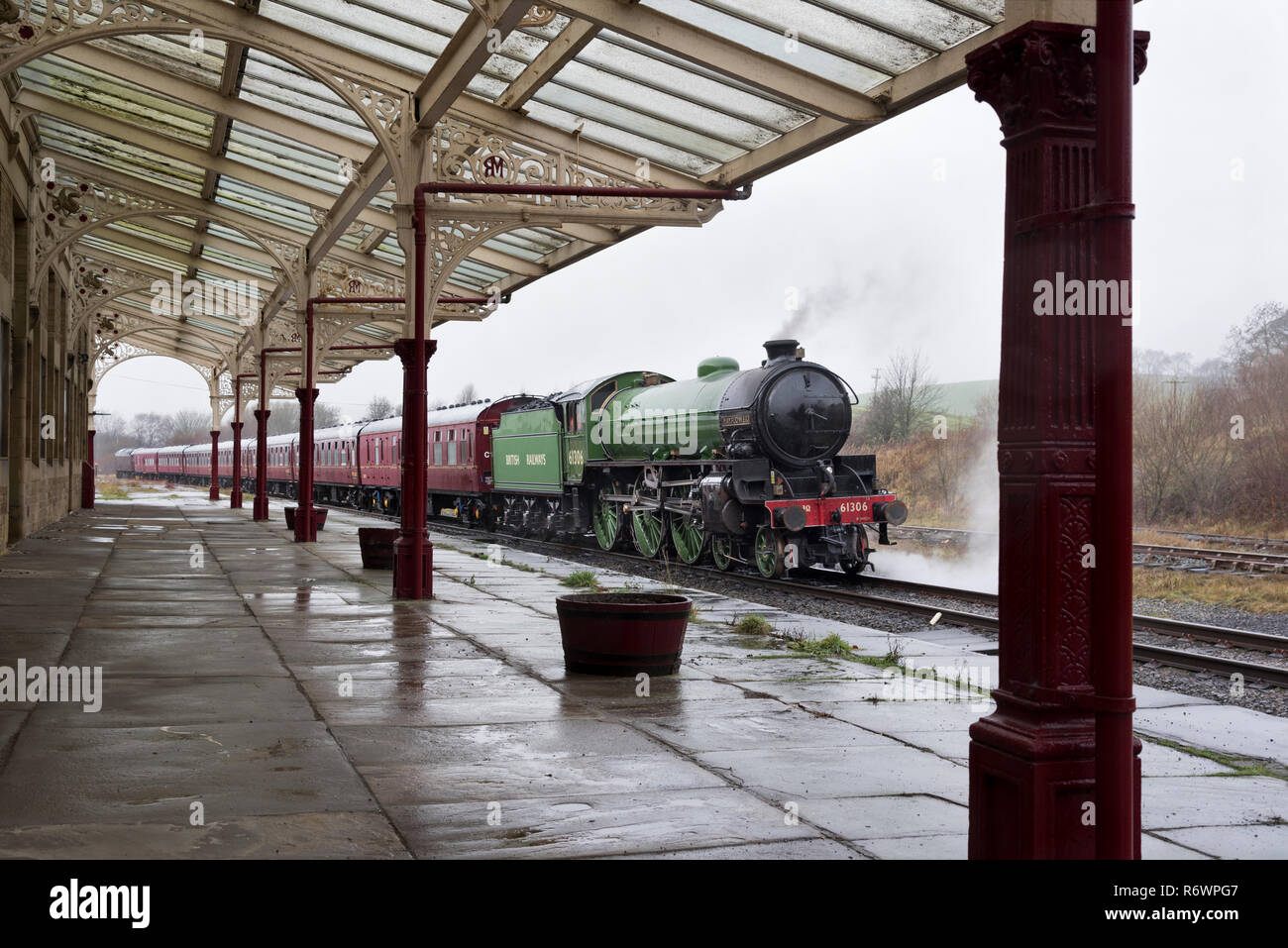 B1 class steam locomotive 'Mayflower' (built 1948) stops at the ornate Hellifield Station, North Yorkshire, while on a test run. - Stock Image