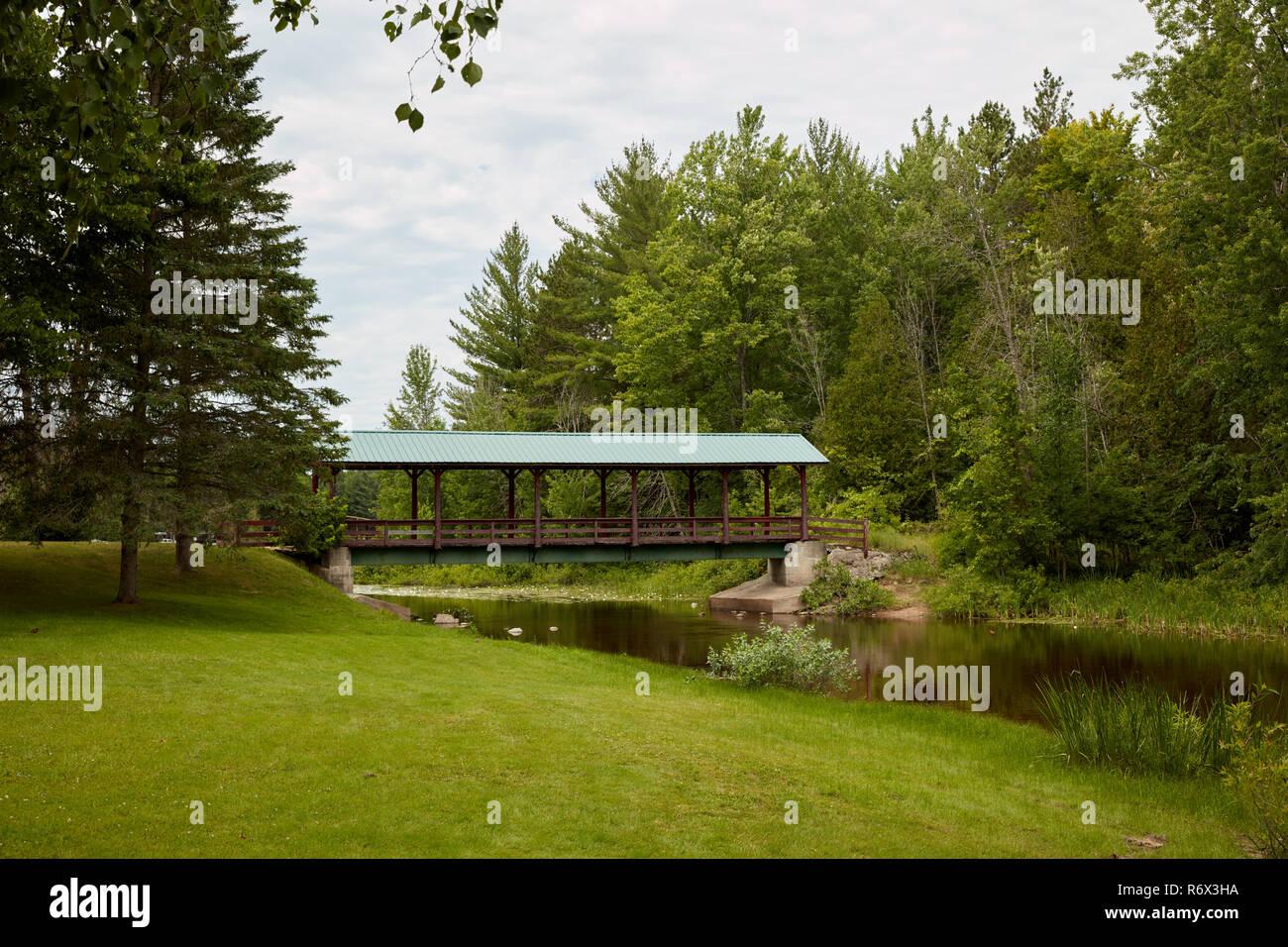 Covered bridge in Sunken Lake Park in northern Michigan - Stock Image