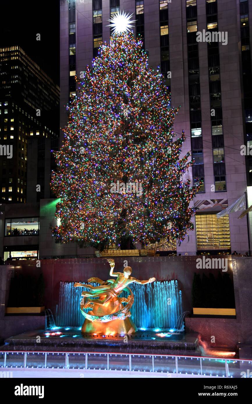 Rockefeller Center Christmas Tree Lighting Ceremony Stock Photos ...