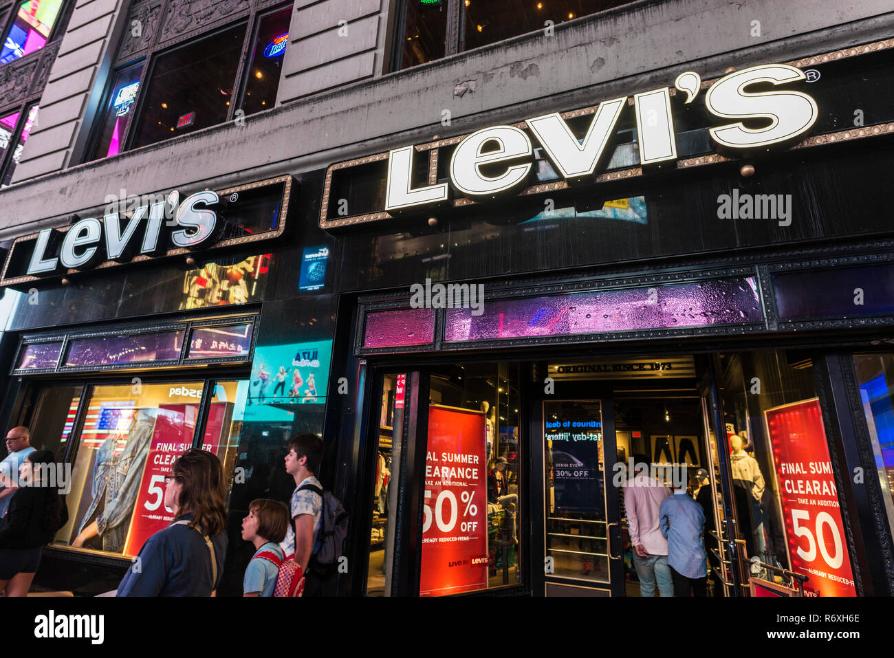 39263d18 Levi Store Display Stock Photos & Levi Store Display Stock Images ...