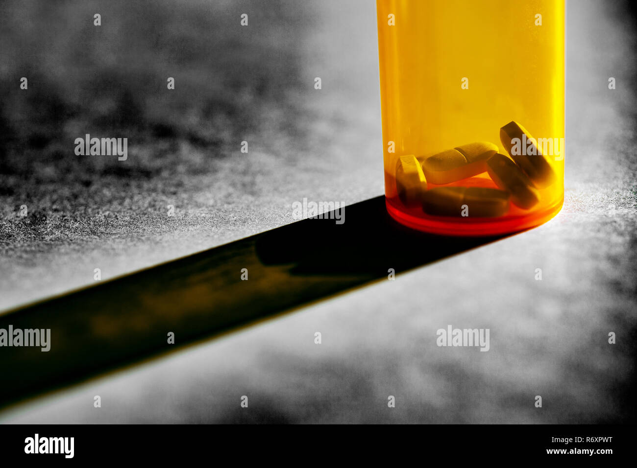 WA17040-00...WASHINGTON - Acetaminophen Hydrocodone pills in a bottle. - Stock Image