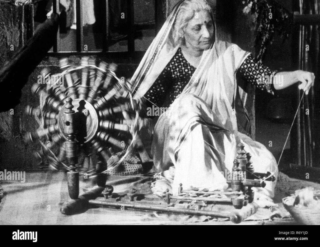 woman weaving on spinning wheel, NO MR (1119) - Stock Image