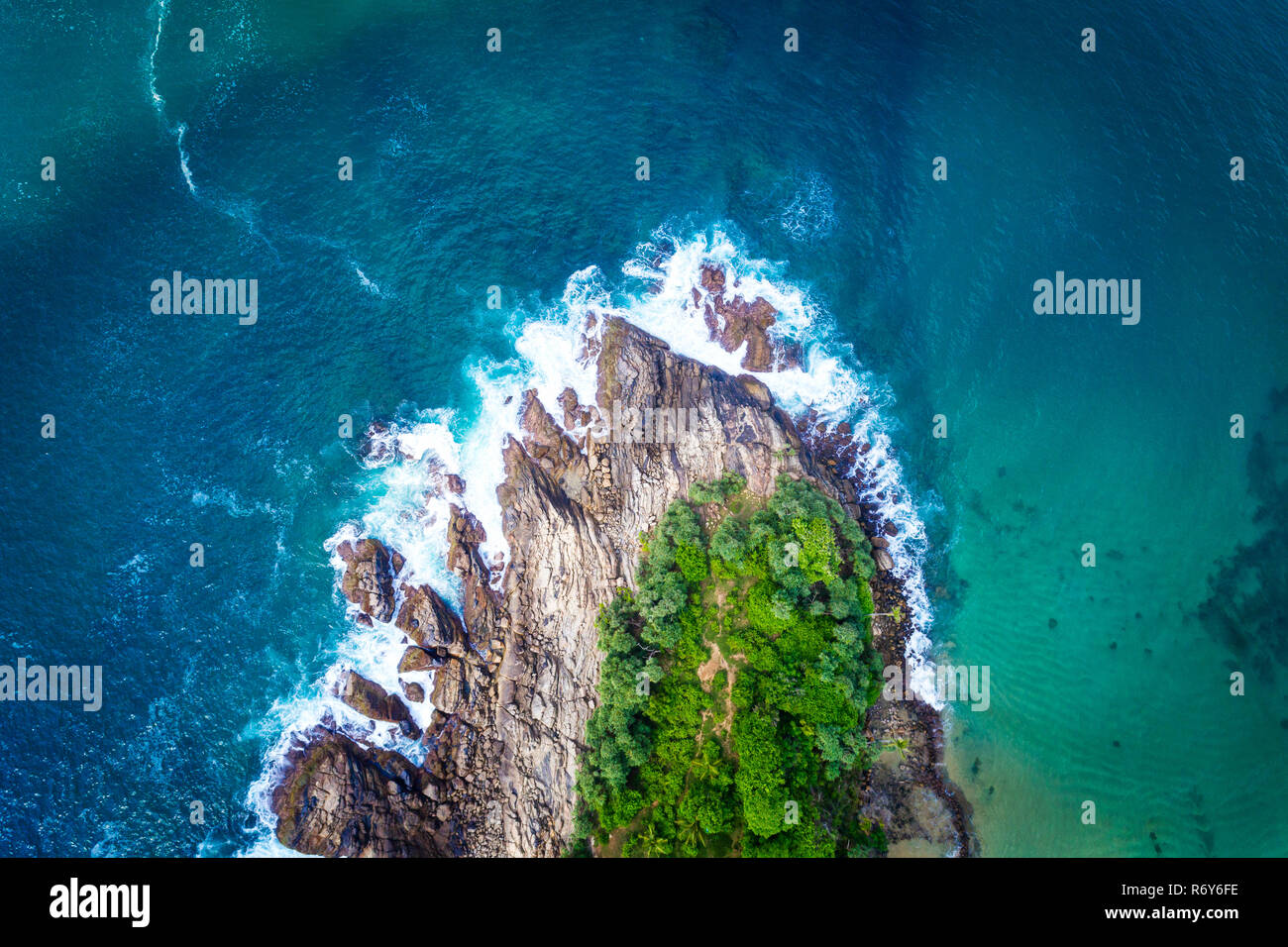 Aerial view of a rocky tropical beach in Sri Lanka - Stock Image
