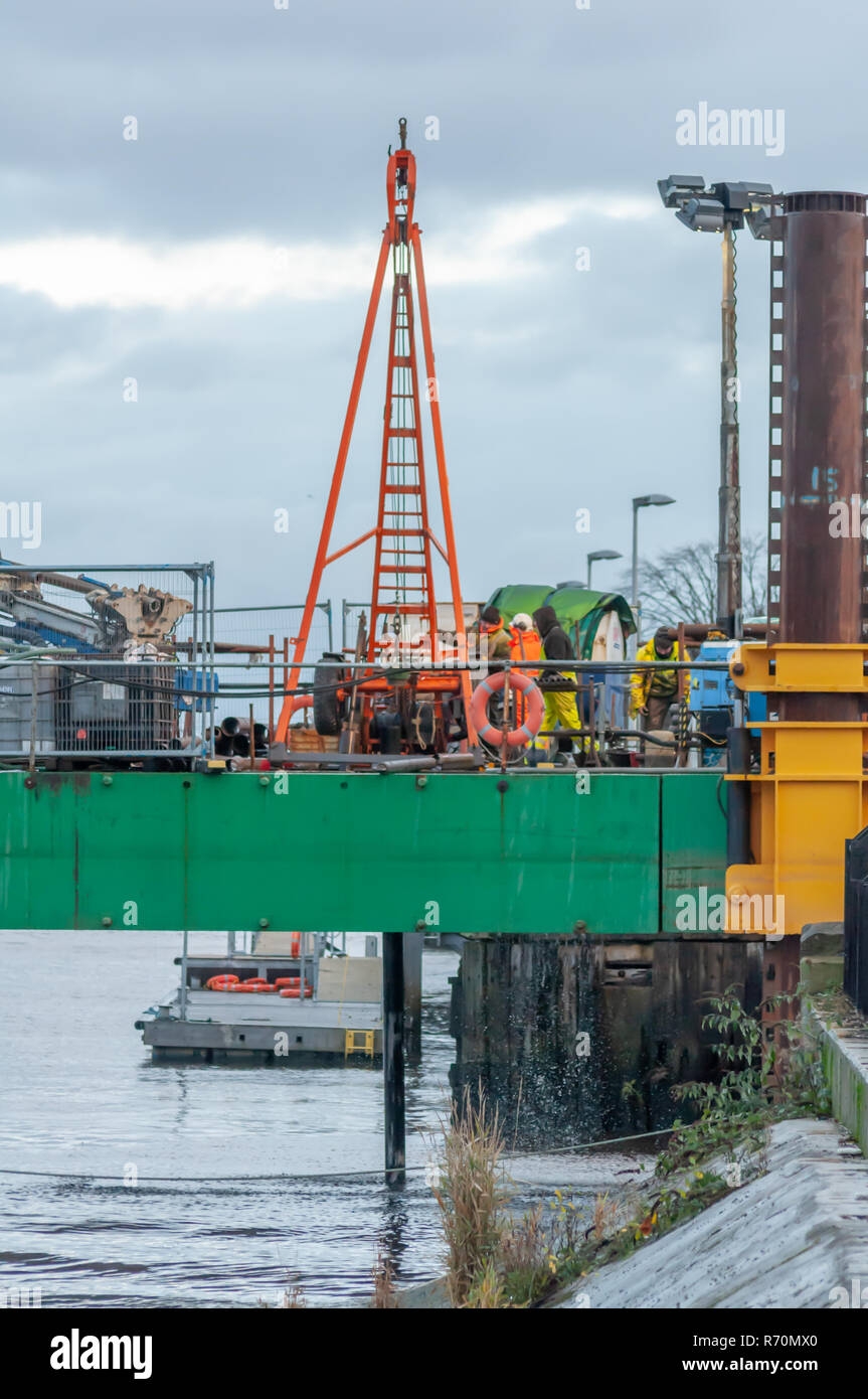 Glasgow, Scotland, UK. 7th December, 2018. Overwater Ground Investigation Work carried out in preparation for the construction of the new Govan to Partick passenger and cycle bridge across the River Clyde. Glasgow City Council have appointed the engineering consultancy CH2M Hill (formerly Halcrow) to design the new bridge which is expected to cost £10 million.  Credit: Skully/Alamy Live News - Stock Image