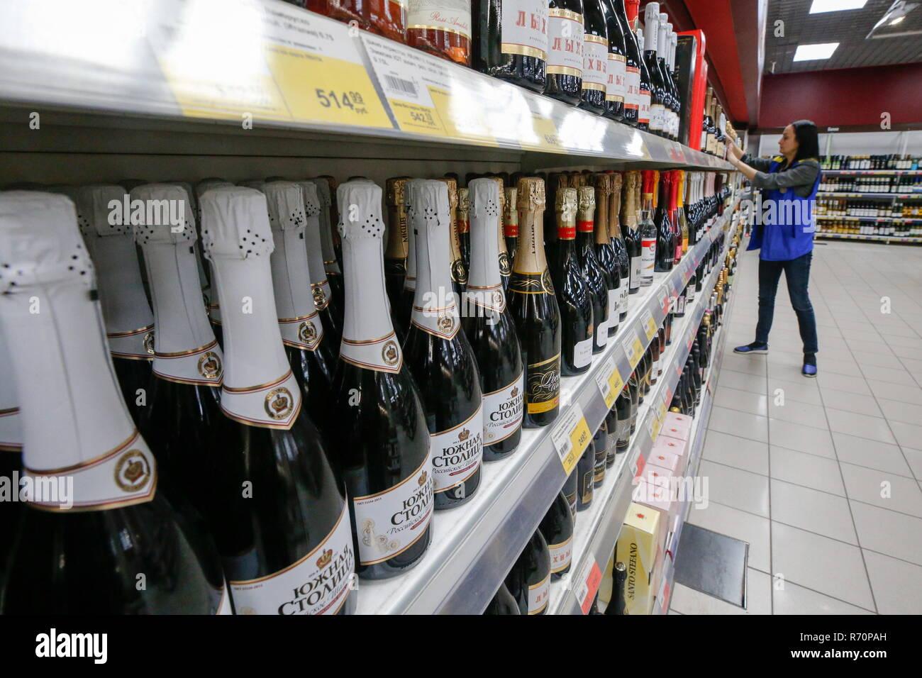 Selling champagne at a Lenta supermarket. Valery Matytsin/TASS Credit: ITAR-TASS News Agency/Alamy Live News - Stock Image