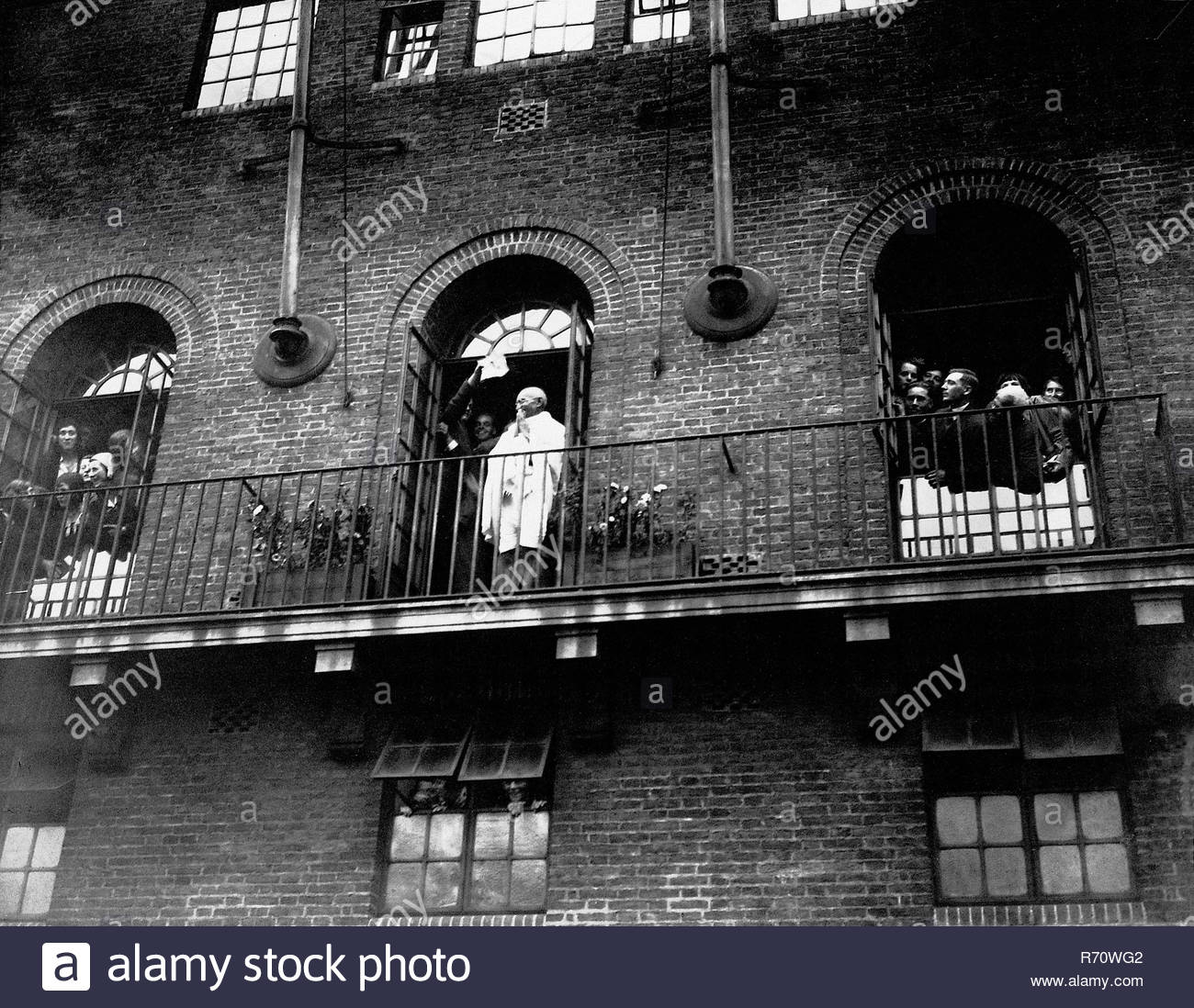 Greeting Londoners from the balcony of his residence at Kingsley Hall, London, England, September 1931 - MODEL RELEASE NOT AVAILABLE - Stock Image