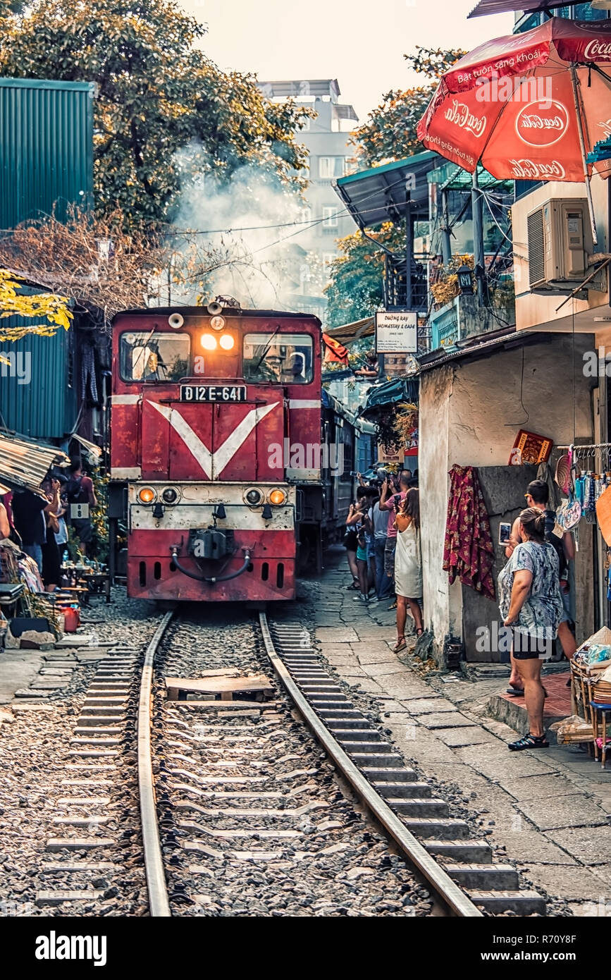 Train street in Hanoi, Vietnam - Stock Image