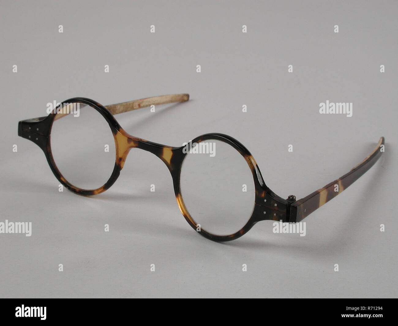 c9a470f514b Glasses with round lenses on strength