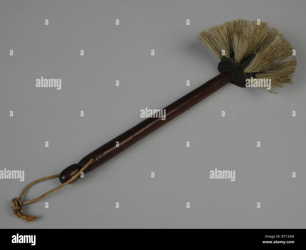 Te Poel, Mahogany miniature window brush, pan brush brush kitchen utensils miniature toy relaxant model wood Mahogany twisted stem natural colored hair semi-circular shaved at end of long handle hanging rope 1868 Sibilla van Embden playing cleaning - Stock Image
