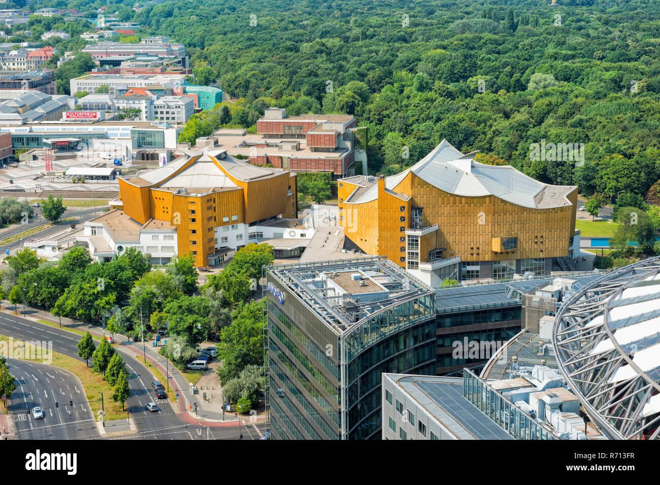Berliner Philharmonie, concert hall and Großer Tiergarten, inner-city park, Berlin, Germany - Stock Image