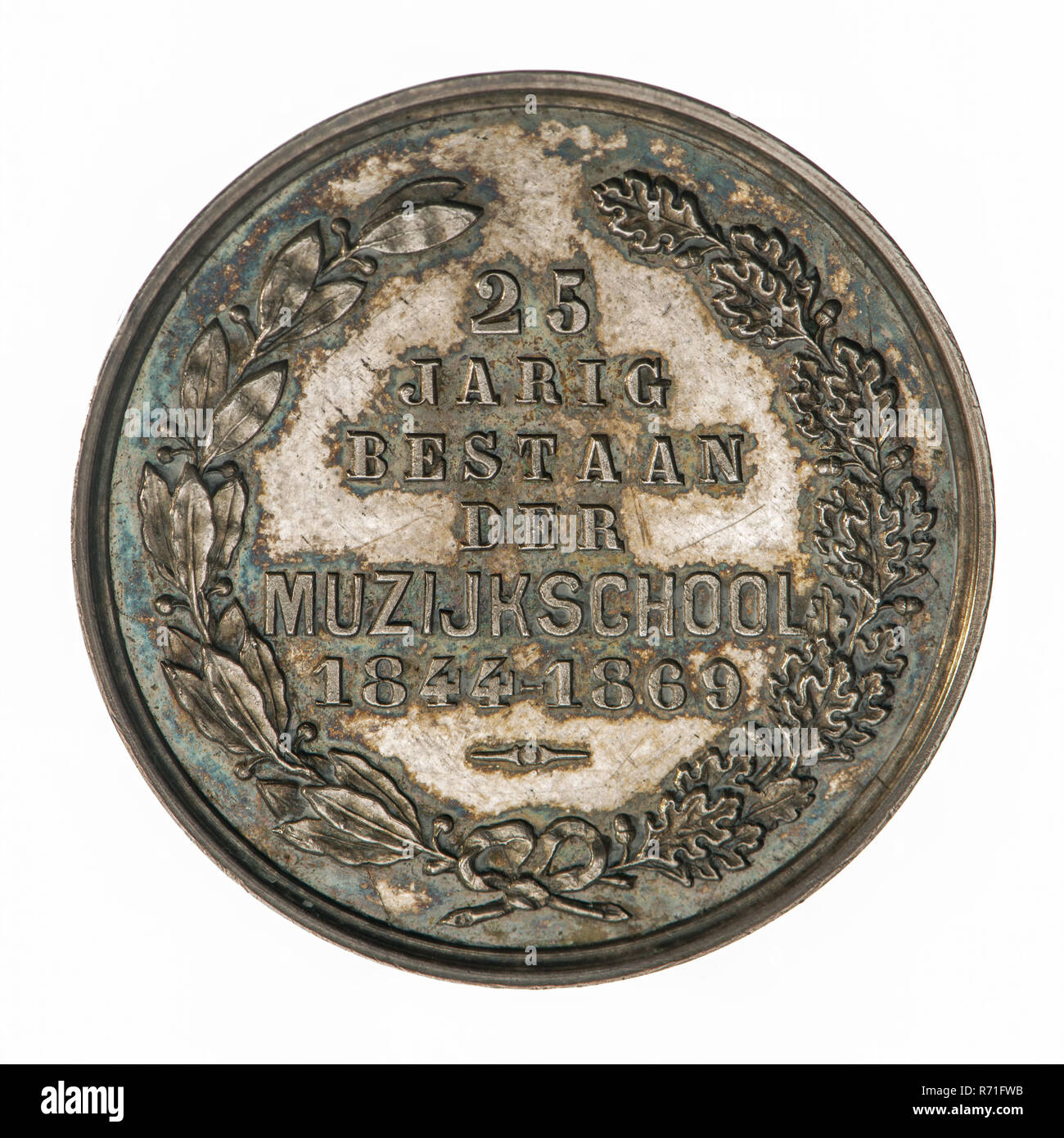 Medal on the 25th anniversary of the Music School in Rotterdam, penning visual material silver, wreath of bonded oak and laurel branch, 25 YEAR EXISTENCE OF THE MUSICAL SCHOOL 1844 - 1869 (in the field) music muziekschool Rotterdam Stock Photo