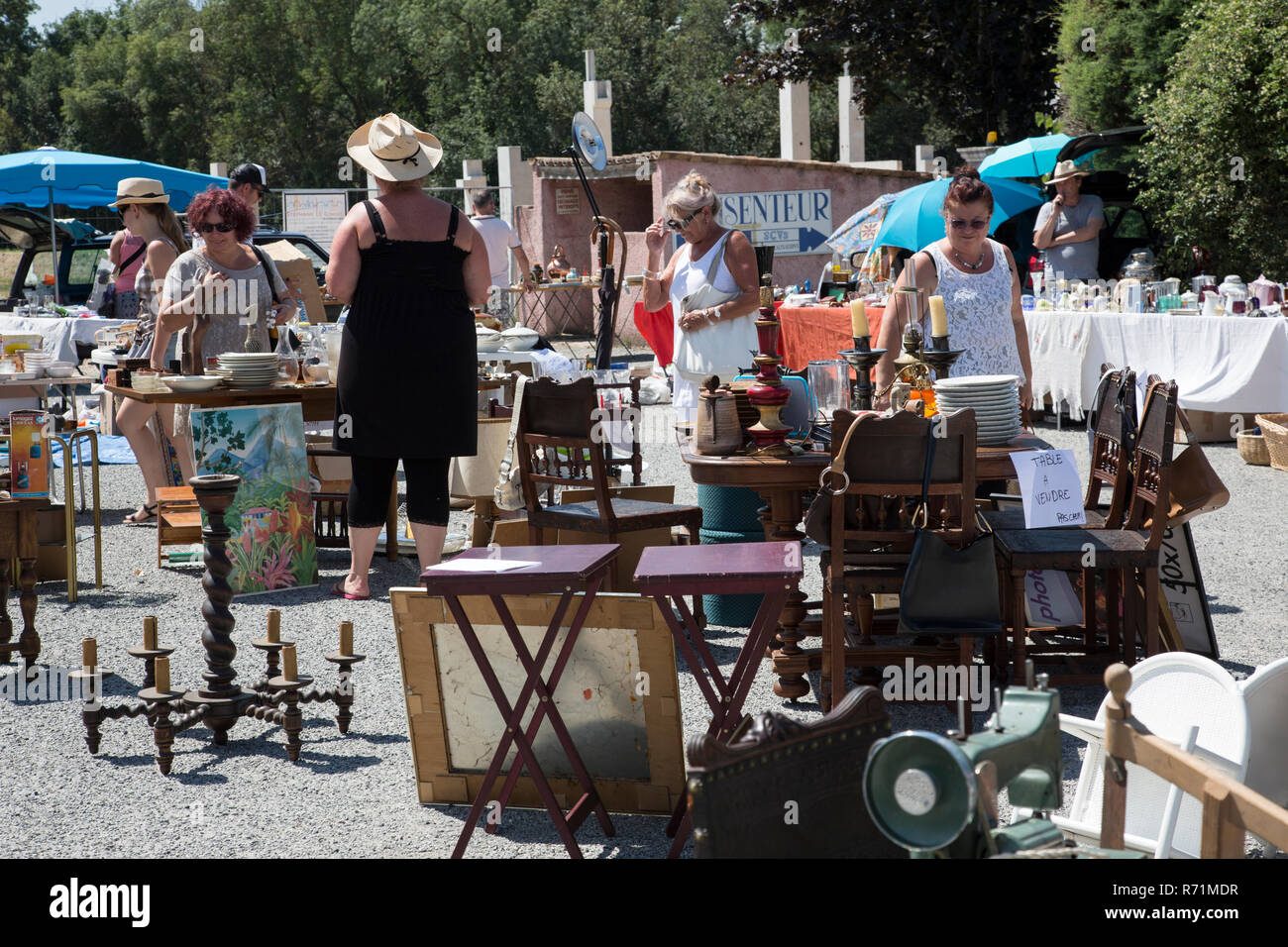 Bric A Brac Saone Et Loire brocante stock photos & brocante stock images - page 3 - alamy
