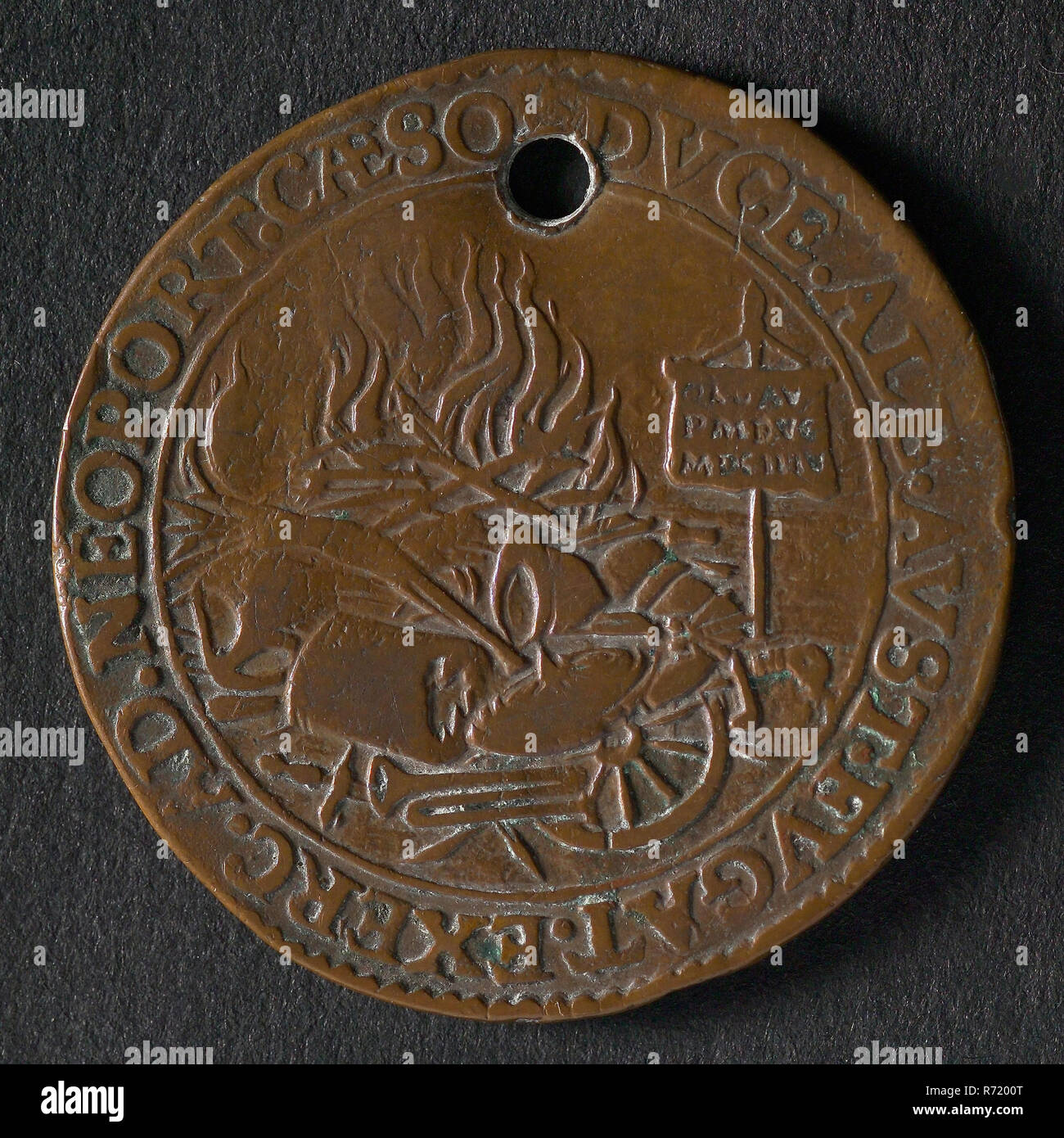 Medal on the peace proposals and the battle at Nieuwpoort, jeton utility medal medal exchange buyer, Flemish lion bound to column where FLAND refuses to offer him freedom hat omschrift: TVTVM. AVDENDI. PRECIVM. OBLATA. LIBERTAS (the offered freedom is safe reward to take the plunge) Oldenbarnevelt - Stock Image