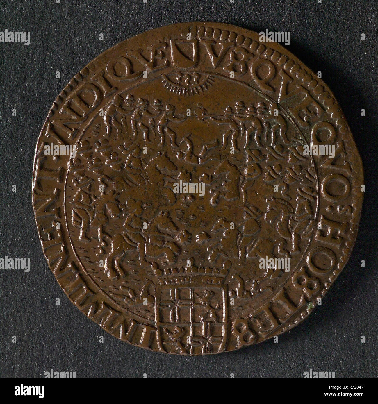 Medal on the revival after the defeats brought by the Dunkirk Kapers, jeton utility medal medal exchange buyer, fighting on horseback and on foot; above it name Jehovah in Hebrew letters in the clouds; lower crowned coat of arms of the States of Utrecht regulation: VSQVEQVO? HOSTES - IMMINENT. VNDIQVE (weapon) (the longer, the enemies are pressing from all sides) Dunkirk Utrecht - Stock Image