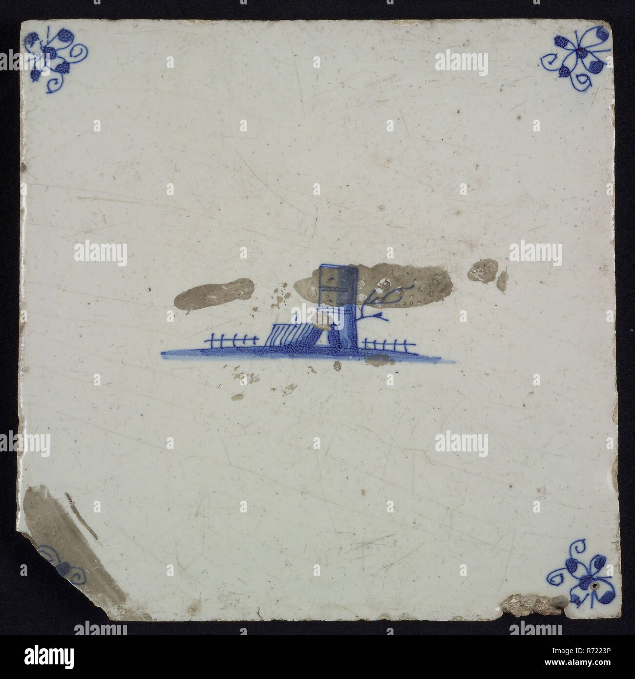 Scene tile, landscape with tower, blue decor on white ground, corner fill spider, wall tile tile sculpture ceramic earthenware enamel tinglage, in form made baked glazed painted baked Wall tile with blue decor on white background Central representation of tower and the roof of an adjoining house. brown-yellow shard Scraped earthenware Corner-filling spider Slightly slanted sides of indigenous earthenware - Stock Image