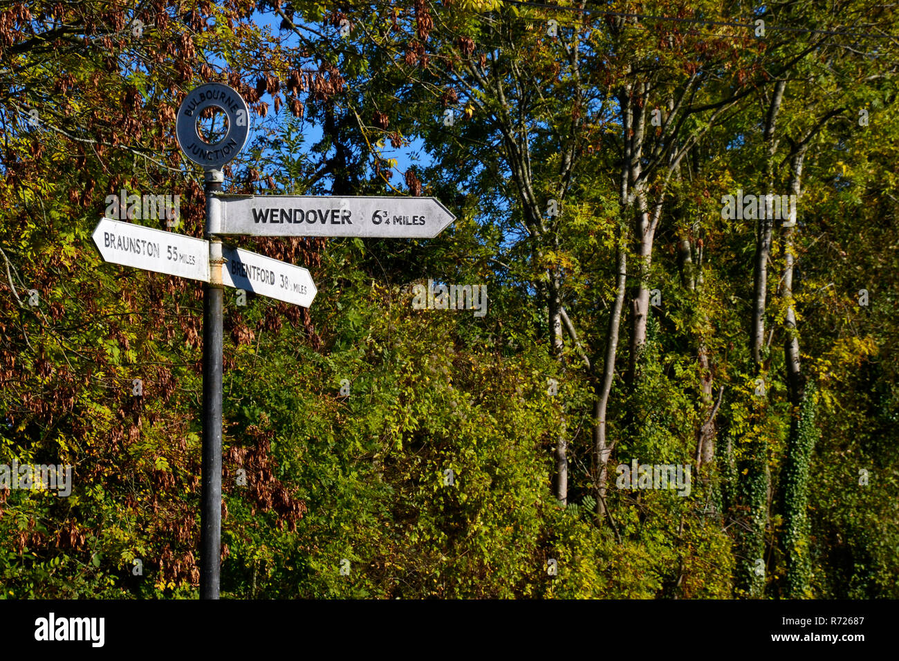 Signpost at Bulbourne Junction on the Grand Union Canal, Aston Clinton, UK, for directions to Wendover, Braunston, and Brentford. - Stock Image