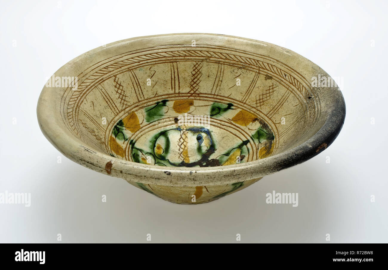 Sgraffito Dish Bowl Shaped With Yellow Green Floral Motifs Dish Crockery Holder Soil Find Ceramic Earthenware Clay Engobe Glaze Lead Glaze Ring 7 1 Hand Turned Baked Decorated Glazed Fried Sgraffito Sgraffito Dish With Yellow Green