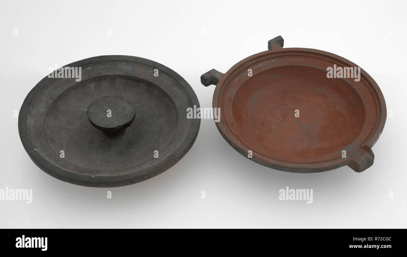Jan Timmers, Round two-piece bronze mold for deep plate with