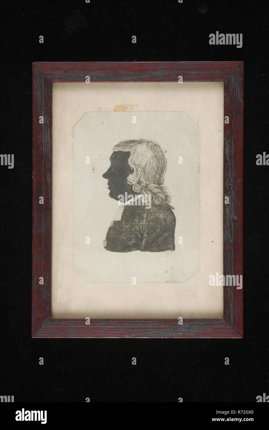 publisher: Johannes Jacobus Meyneken, Silhouette portrait to the left of Carel Philip Sander, silhouette copper engraving print picture wood glass paper, Mahogany wooden frame in portrait rectangular format inside picture of man's portrait; rectangular but with bevelled corners. Flat glass plate hanging eye reverse side with cardboard silhouette Carel Philip Sander preacher reverend church Evangelical Lutheran Municipality migration Rotterdam - Stock Image