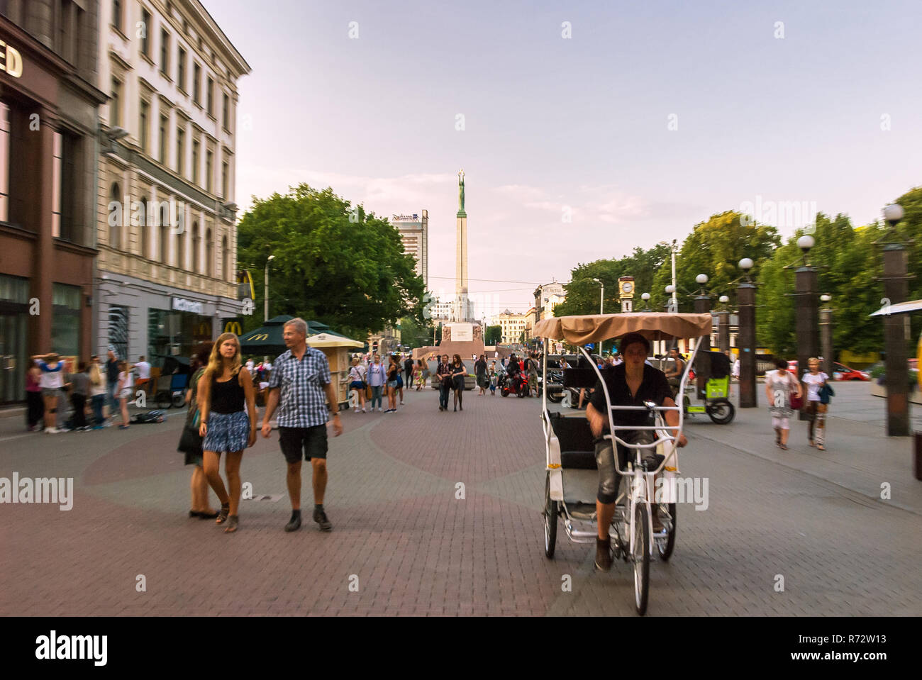 Kaļķu iela street with Freedom Monument, Riga, Latvia - Stock Image