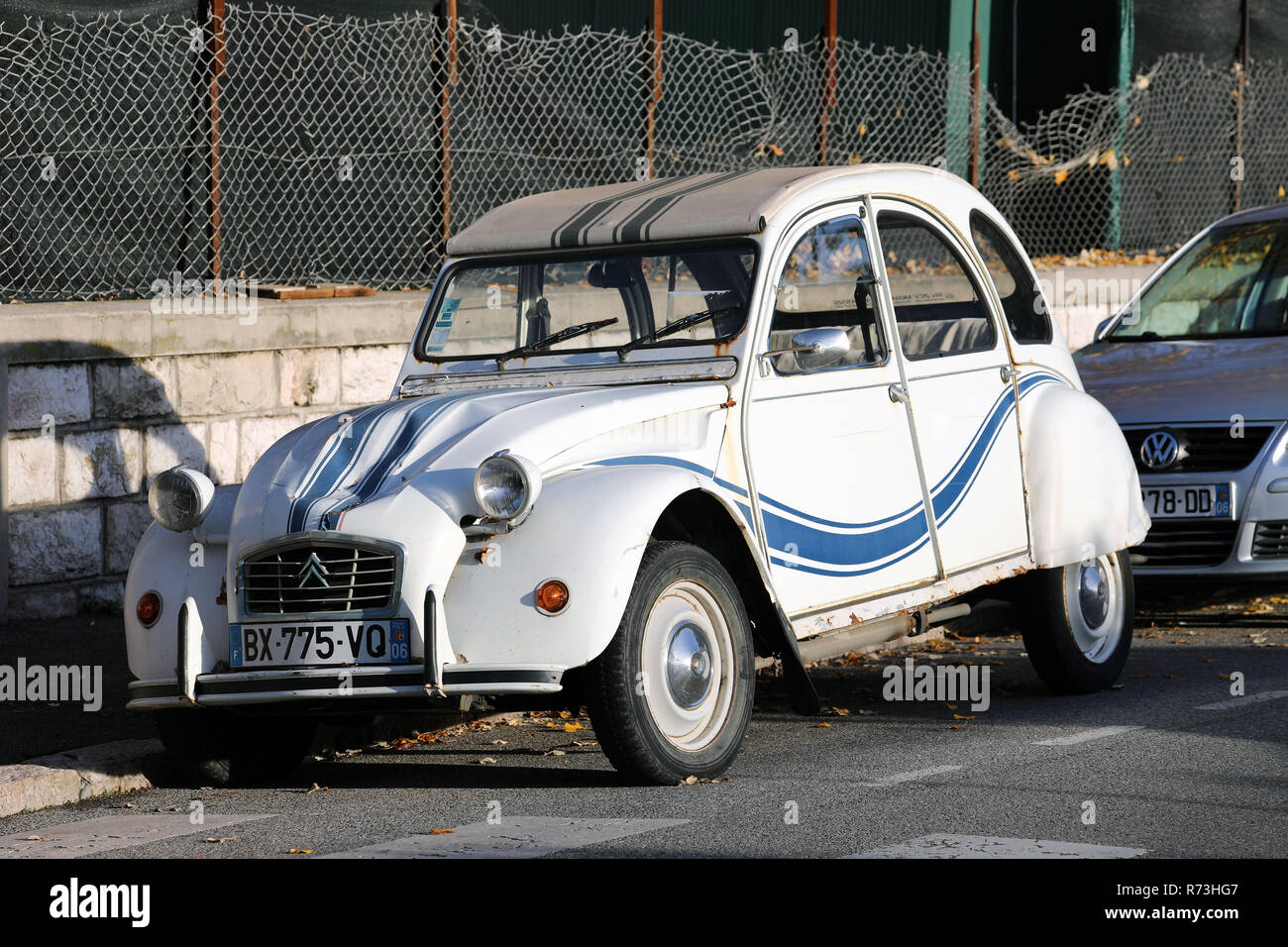 rusty citroen 2 cv stock photos  u0026 rusty citroen 2 cv stock images