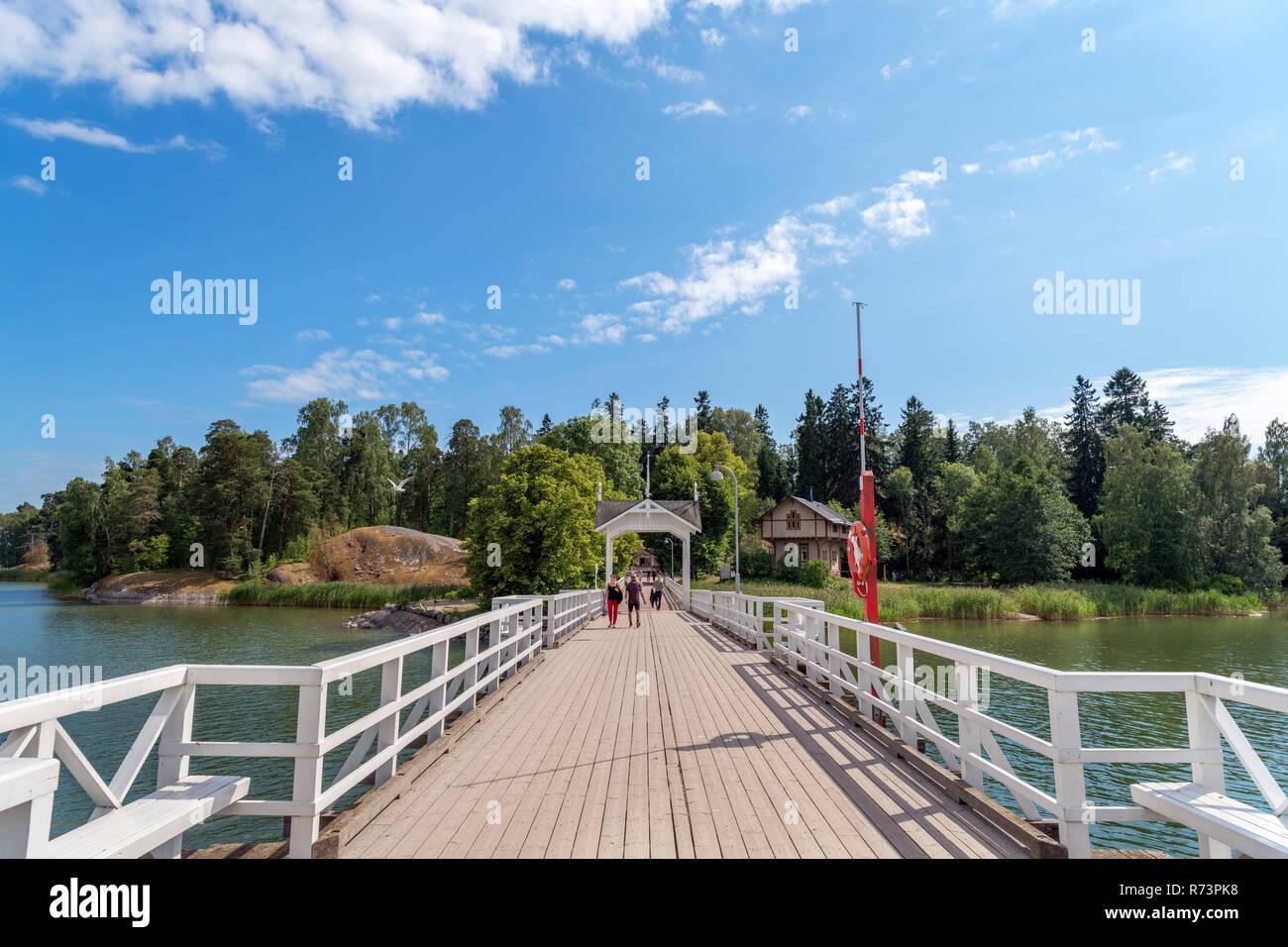 The bridge across to Seurasaari Open-Air Museum, Seurasaari, Helsinki, Finland. - Stock Image